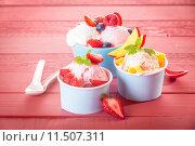 Купить «Delicious fruit and berries with frozen yoghurt», фото № 11507311, снято 21 марта 2019 г. (c) PantherMedia / Фотобанк Лори