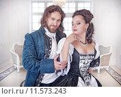 Купить «Мужчина и женщина в средневековой одежде», фото № 11573243, снято 23 августа 2015 г. (c) Darkbird77 / Фотобанк Лори