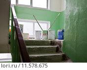 Купить «Ремонт в подъезде», фото № 11578675, снято 26 августа 2014 г. (c) Элина Гаревская / Фотобанк Лори