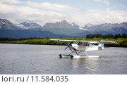 Купить «Single Prop Airplane Pontoon Plane Water Landing Alaska Last Frontier», фото № 11584035, снято 20 января 2019 г. (c) PantherMedia / Фотобанк Лори