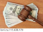 Купить «Судейский молоток лежит на пачке долларов», фото № 11638179, снято 14 августа 2015 г. (c) Денис Ларкин / Фотобанк Лори
