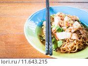 Купить «Stir fried spicy noodles with crispy pork and chopstick», фото № 11643215, снято 20 сентября 2019 г. (c) PantherMedia / Фотобанк Лори