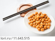 Купить «Peanuts snack coated with spicy seasoning and chopsticks», фото № 11643515, снято 20 сентября 2019 г. (c) PantherMedia / Фотобанк Лори