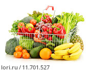 Купить «Wire shopping basket with groceries isolated on white», фото № 11701527, снято 20 июня 2019 г. (c) PantherMedia / Фотобанк Лори