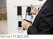 Купить «interview with media microphone held in front of businessman, spokesman or politician», фото № 11827235, снято 20 сентября 2019 г. (c) PantherMedia / Фотобанк Лори