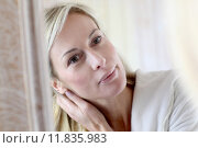 Купить «Attractive middle-aged woman applying comestics on her face», фото № 11835983, снято 16 октября 2018 г. (c) PantherMedia / Фотобанк Лори