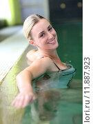 Купить «Beautiful blond woman relaxing in spa pool», фото № 11887923, снято 19 сентября 2019 г. (c) PantherMedia / Фотобанк Лори