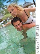 Купить «Couple in luxury hotel swimming-pool», фото № 11891823, снято 19 сентября 2019 г. (c) PantherMedia / Фотобанк Лори