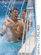 Купить «Laughing couple standing under swimming pool shower», фото № 11952423, снято 19 сентября 2019 г. (c) PantherMedia / Фотобанк Лори