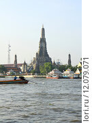 Купить «The Temple of Dawn, Wat Arun, on the Chao Phraya river in Bangkok, Thailand.», фото № 12079071, снято 27 мая 2019 г. (c) PantherMedia / Фотобанк Лори