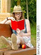 Купить «woman girl book girls glasses», фото № 12098311, снято 19 августа 2019 г. (c) PantherMedia / Фотобанк Лори