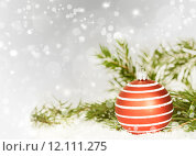 Купить «Christmas background with red decorations», фото № 12111275, снято 17 июня 2019 г. (c) PantherMedia / Фотобанк Лори