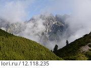 Купить «mountain cloud clouds weather mountains», фото № 12118235, снято 21 мая 2018 г. (c) PantherMedia / Фотобанк Лори