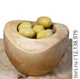 Купить «pickled olives in bowl on wooden board close up», фото № 12138979, снято 10 июля 2020 г. (c) PantherMedia / Фотобанк Лори