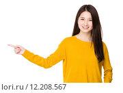 Купить «Young Woman with finger point up», фото № 12208567, снято 26 апреля 2019 г. (c) PantherMedia / Фотобанк Лори