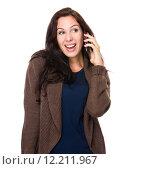 Купить «Brunette Woman chat on cellphone», фото № 12211967, снято 26 апреля 2019 г. (c) PantherMedia / Фотобанк Лори