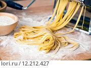 Купить «fresh pasta and pasta machine», фото № 12212427, снято 20 июня 2019 г. (c) PantherMedia / Фотобанк Лори