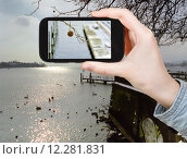 Купить «tourist taking photo of Lake Geneva in winter», фото № 12281831, снято 13 июля 2020 г. (c) PantherMedia / Фотобанк Лори