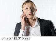 Купить «man casual phone senior manager», фото № 12310923, снято 7 августа 2020 г. (c) PantherMedia / Фотобанк Лори