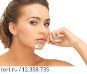 Купить «woman with diamond necklace», фото № 12358735, снято 17 марта 2013 г. (c) Syda Productions / Фотобанк Лори
