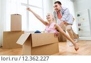 Купить «couple with cardboard boxes having fun at new home», фото № 12362227, снято 6 июня 2015 г. (c) Syda Productions / Фотобанк Лори