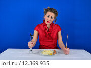 Купить «woman tool cutlery screwdriver mimic», фото № 12369935, снято 25 марта 2019 г. (c) PantherMedia / Фотобанк Лори
