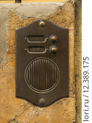 Купить «Old Bronze Door Intercom Buzzer», фото № 12389175, снято 20 августа 2019 г. (c) PantherMedia / Фотобанк Лори