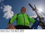 Купить «man nature senior fit bike», фото № 12427391, снято 21 апреля 2019 г. (c) PantherMedia / Фотобанк Лори