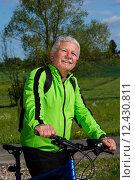 Купить «man nature senior fit bike», фото № 12430811, снято 21 марта 2019 г. (c) PantherMedia / Фотобанк Лори
