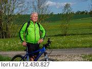 Купить «man nature senior fit bike», фото № 12430827, снято 21 января 2019 г. (c) PantherMedia / Фотобанк Лори