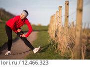 Купить «Young woman on her evening jog along the seacoast», фото № 12466323, снято 19 сентября 2018 г. (c) PantherMedia / Фотобанк Лори