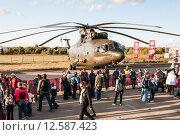 Купить «Ми-26Т2 - тяжелый транспортный вертолет. Международный авиационно-космический салон МАКС-2015», эксклюзивное фото № 12587423, снято 29 августа 2015 г. (c) Алексей Бок / Фотобанк Лори