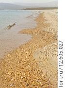 Купить «Байкал. Берег острова Ольхон с чистым песчаным пляжем. Горизонт в дымке  лесных пожаров», фото № 12605027, снято 28 августа 2015 г. (c) Виктория Катьянова / Фотобанк Лори