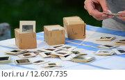 Купить «Женщина перебирает старые слайды», видеоролик № 12607735, снято 26 августа 2015 г. (c) Володина Ольга / Фотобанк Лори