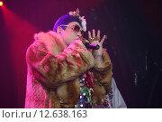 Купить «Андрей Данилко в образе Верки Сердючки», фото № 12638163, снято 7 декабря 2000 г. (c) михаил красильников / Фотобанк Лори