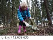 Купить «Субботник», фото № 12639635, снято 18 апреля 2015 г. (c) Александр Артёменков / Фотобанк Лори