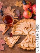 Яблочный пирог. Стоковое фото, фотограф Ника Денова / Фотобанк Лори