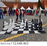 Купить «Москва отмечает 868-летие. Шахматы на Красной плошади», фото № 12648463, снято 6 сентября 2015 г. (c) Валерия Попова / Фотобанк Лори