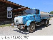Купить «Cоветский и российский грузовой автомобиль ЗИЛ-4331 с бочкой», эксклюзивное фото № 12650707, снято 3 июля 2015 г. (c) Алексей Гусев / Фотобанк Лори