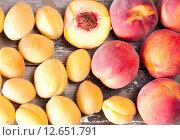 Купить «Спелые персики и абрикосы», фото № 12651791, снято 16 августа 2015 г. (c) Ален Лагута / Фотобанк Лори