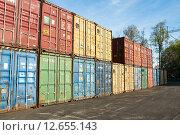 Купить «Грузовые контейнеры», эксклюзивное фото № 12655143, снято 7 мая 2015 г. (c) Алёшина Оксана / Фотобанк Лори
