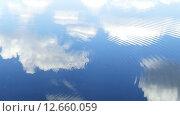 Купить «Круги идут по поверхности воды, в воде отражается небо с облаками», видеоролик № 12660059, снято 8 сентября 2015 г. (c) Михаил Коханчиков / Фотобанк Лори