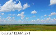 Купить «Летний пейзаж с облачным небом», видеоролик № 12661271, снято 12 июля 2015 г. (c) Михаил Коханчиков / Фотобанк Лори