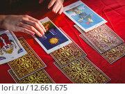 Купить «Fortune teller using tarot cards», фото № 12661675, снято 28 мая 2015 г. (c) Wavebreak Media / Фотобанк Лори