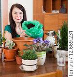 girl transplanting potted flowers. Стоковое фото, фотограф Яков Филимонов / Фотобанк Лори