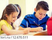 Купить «group of school kids writing test in classroom», фото № 12670511, снято 15 ноября 2014 г. (c) Syda Productions / Фотобанк Лори