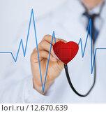 Купить «doctor listening to heart beat», фото № 12670639, снято 8 мая 2013 г. (c) Syda Productions / Фотобанк Лори