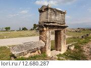 Купить «Иераполис, Турция. Саркофаги и руины склепов в античном некрополе», фото № 12680287, снято 8 мая 2015 г. (c) Сергей Афанасьев / Фотобанк Лори