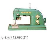 Купить «Электрическая швейная машина Тула 1972 года выпуска изолировано на белом фоне», фото № 12690211, снято 4 сентября 2015 г. (c) Андрей Пашков / Фотобанк Лори