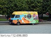 """Купить «Уличное кафе """"Beauty bus"""". Санкт-Петербург», фото № 12696883, снято 15 сентября 2015 г. (c) Светлана Колобова / Фотобанк Лори"""